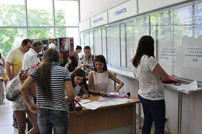 В ряде молдавских вузов началась приемная кампания