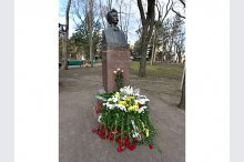 Laying flowers to the bust of the National poet Mihai Eminescu'