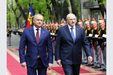 An official receiving ceremony of President of Belarus Alexandr Lukashenko is carried out by President of Moldova Igor Dodon'