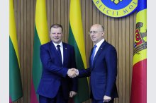 Prime Ministers Pavel Filip and Saulius Skvernelis made press statements'