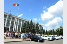More drivers protest in Chisinau municipality against increase of fuel prices'