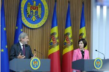 PM Maia Sandu holds a joint news conference with European Commissioner for Neighbourhood Policy and Enlargement Negotiations Johannes Hahn '