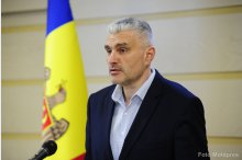 Deputy Parliament Speaker Alexandru Slusari holds a news briefing '