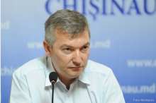 The Chisinau acting general mayor, Adrian Talmaci, summons an operative meet-ing of the municipal services '