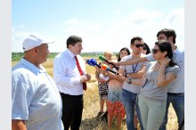 Agriculture and Food Industry Minister Eduard Grama made a working visit to the northern Rezina district, in the context of the harvest season.'